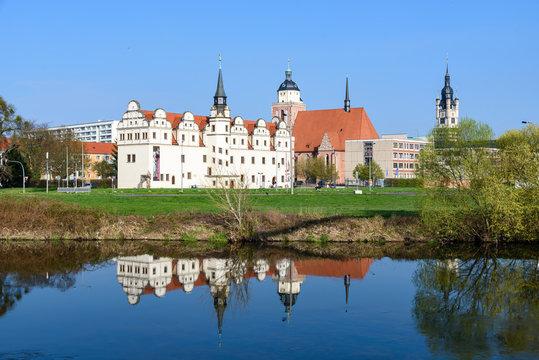 Dessau Altstadt Panorama mit Spiegelung in der Mulde