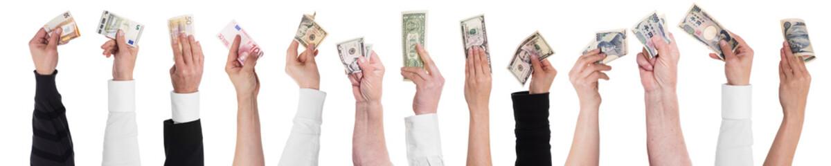 Viele Hände halten Geld