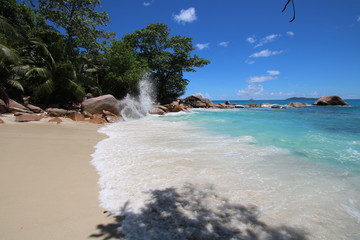 Anse Lazio Beach, Praslin Island, Seychelles, Indian Ocean, Africa / The beautiful white sandy beach is bordered by large red granite rocks.