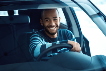 Happy male customer in a newly bought car Fototapete