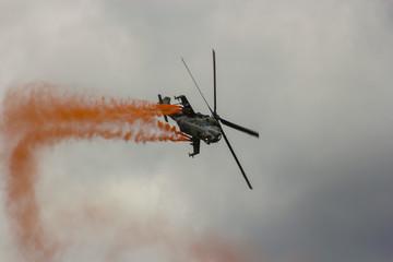Militär, Helikopter, Kunstflug, mit Rauch, Mil Mi-35, Luftwaffe
