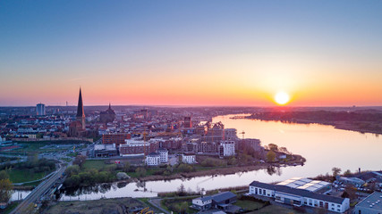 Luftbild Blick auf Rostock und den Fluss Warnow