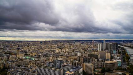 Fantastische Wolkenformation über Paris vom Eiffelturm