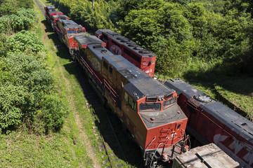 estrada de ferro homem trabalhando