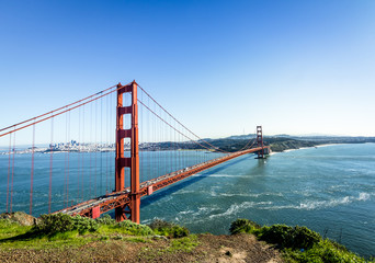 Fotomurales - Golden Gate Bridge and city Skyline - San Francisco, California, USA