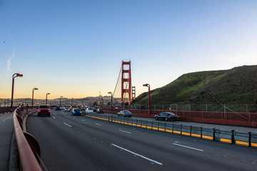 Fotomurales - Traffic at Golden Gate Bridge - San Francisco, California, USA