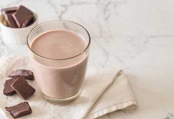 Spoed Foto op Canvas Milkshake glass of chocolate milk