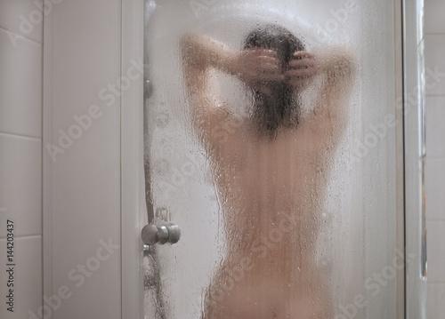 Порнофотографии дом, женщина в душевой кабинке