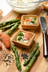 Little Tarts of Smoked Salmon, mayonnaise and asparagus