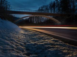 Langzeitaufnahme Brücke im Winter