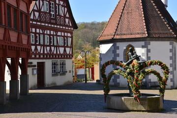 Plochingen: Marktplatz mit Osterbrunnen