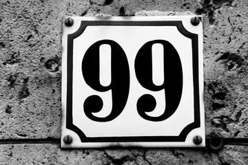 Hausnummer 99