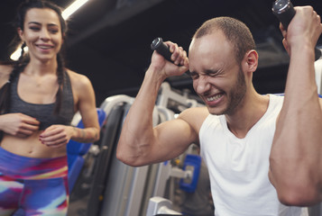 Exercise challenges between fit couple