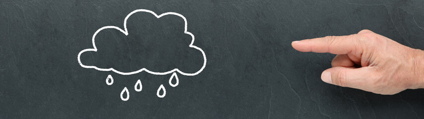 Main d'homme montrant un nuage de pluie sur une ardoise