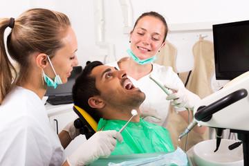Dentist examines the oral cavity
