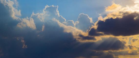 Cielo nuvole e pensieri