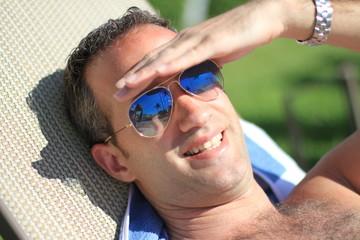 Jeune homme au soleil