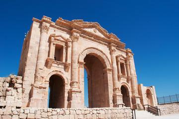 Jerash, Giordania, 04/10/2013: l'Arco di Adriano, eretto in onore dell'imperatore Adriano in visita all'antica Gerasa, uno dei più grandi e meglio conservati siti di architettura romana al mondo