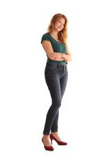 Frau steht in Jeans und Stöckelschuhe