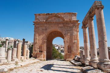 Jerash, Giordania, 04/10/2013: il Cardo Massimo, la strada colonnata lastricata con pietre di calcare dell'antica Gerasa, uno dei siti di architettura romana meglio conservati al mondo