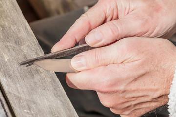 Feilen einer Messerklinge, Bushcraft