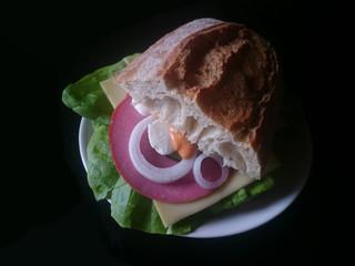 Sandwich auf schwarzem Hintergrund