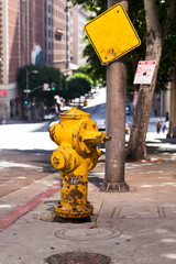 Photo sur Plexiglas Los Angeles Fire hydrant yellow on the street in the city in Los Angeles