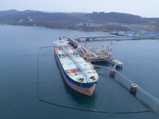Liquid bulk oil tanker