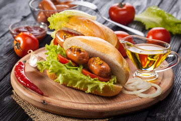 Hot dog with Tomato, lettuce, Sausage, mustard, ketchup
