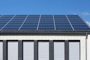 Photovoltaik-Anlage auf Gebäude