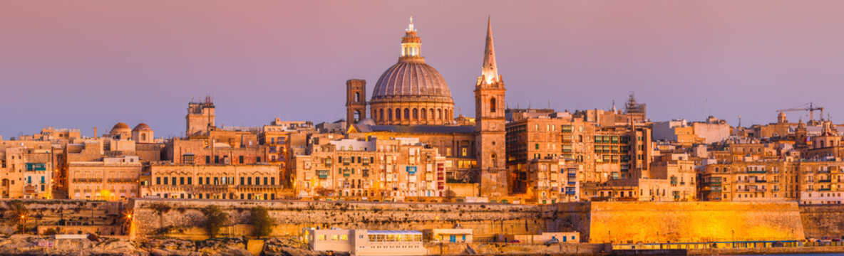 Malta Valletta Skyline Sundown XXL Panorama - waterfront - basilica of our lady of mount carmel, mood, moody sky afternoon, sunrise, sityscape, early morning, evening, sonnenaufgang, sunset wide angle