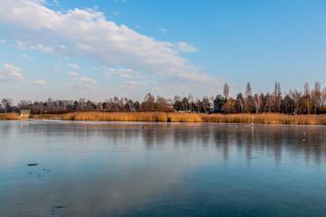 Le lac gelé à Saint Priest