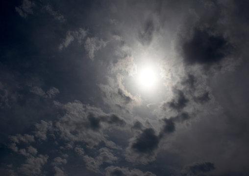 雲から透けて見える太陽と雲「空想・日本列島の誕生、創世」黒い雲が日本地図のようにも見え、じわりと日本が形成されるイメージ