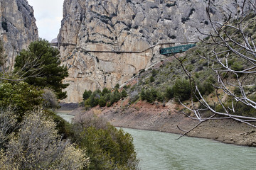 Fototapete - Caminito del Rey from beside the Guadalhorce river