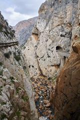 Fototapete - Caminito del Rey and railway line, Valle del Hoyo