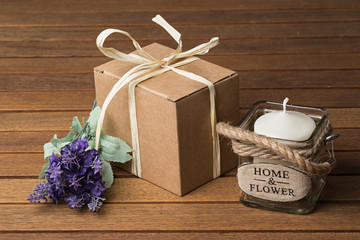 Flores de lavanda, vela y caja de cartón 1.