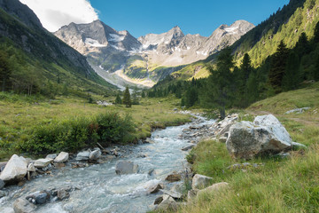 Fototapete - Gletscherfluß in den Alpen im Frühjahr