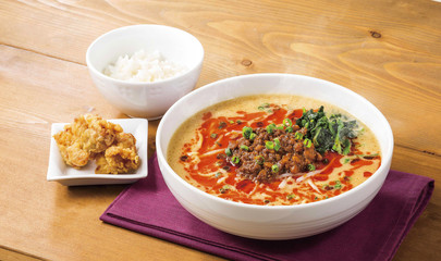 Noodle beef soup with plain rice and fried chips