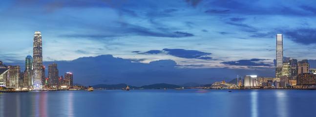 Foto op Aluminium Hong-Kong Victoria Harbor of Hong Kong at dusk
