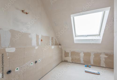 Rohbau Badezimmer, Wände verspachtelt\