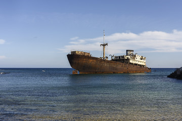 Türaufkleber Schiffbruch Rusted ship in industrial area on Lanzarote, Canary Islands, Spain