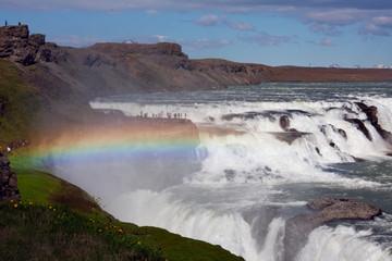 Gullfoss (Goldener Fall) Wasserfall und Regenbogen
