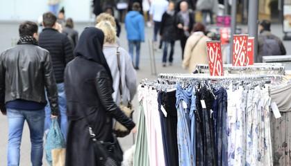 Sonderangebote im Einzelhandel Innenstadt Fußgängerzone