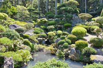 院内町余の庭園