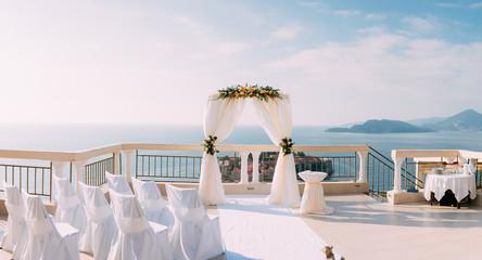 Fototapeta Arch for the wedding ceremony on the sea obraz