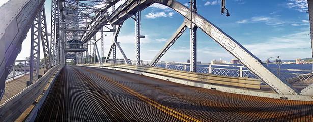 Raising bridge in Duluth Minnesota