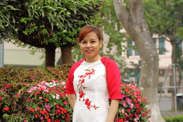 ベトナム旅行 ハノイ ホアンキム湖 女性