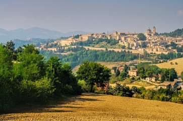 Urbino in Marken, Italien -  View of Urbino in Italy