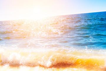 Photo sur Aluminium Mer / Ocean Bright glowing ocean surface