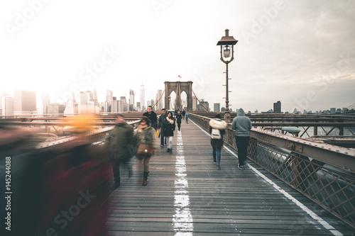 People Walking Brooklyn Bridge New York Stockfotos Und